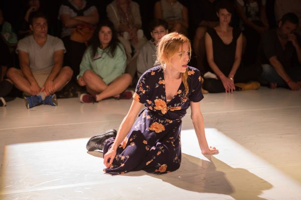 Chiara Ameglio pleiadi teatrodanza viajo solo